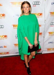 Zelená taška na šaty s asymetrickým lemem