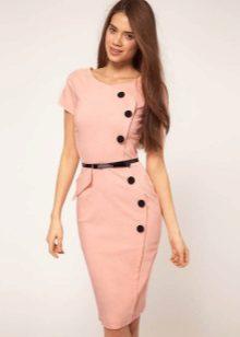 Peach jurk met een asymmetrische ritssluiting op het bedrijf
