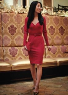 Burgundy kjole med lange ermer for firma