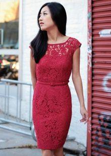 Kanten bordeauxrode jurk voor zakelijk gebruik