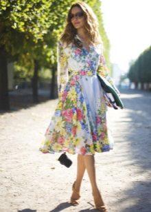 Vestido de chiffon em flor com saia de sol