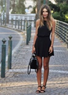 Bag and shoes for a summer dress with a skirt the sun