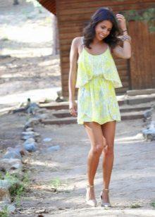 Vestido de verão com saia de sol