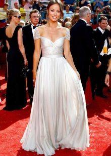 Rochie lungă, albă, cu fustă la soare