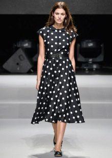 Rochie cu fusta de soare pentru femei cu o figură dreptunghiulară
