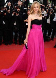 Vestido até o chão com saia rosa e top bustiê preto