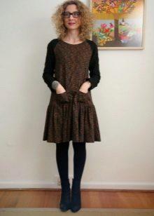 Rochie cu talie joasă, cu fustă pufoasă