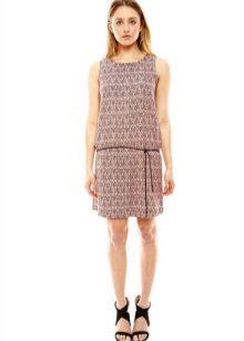 Middelhoge jurk met lage taille en rechte rok