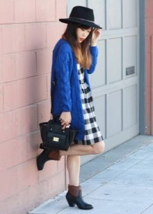 Dress-dress in combination with a hat, cardigan and low-heeled shoes