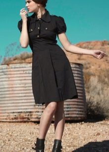 Puuvilla musta mekko sotilastyyliin