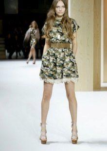 Vestido de camuflagem em estilo militar