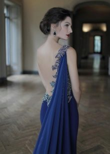 Dress with open back in the Greek style