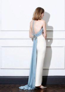 Pakaian lurus putih dengan belakang terbuka