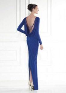 Berpakaian dengan punggung terbuka dan celah biru