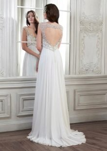 Dress with a sweetheart neckline