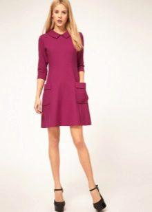 Vaaleanpunainen mekko 60-luvun tyyliin