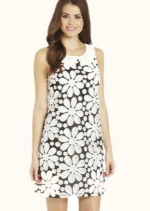 Vestido no estilo dos anos 60 com uma estampa floral