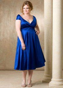 Empire-tyylinen mekko lihaville