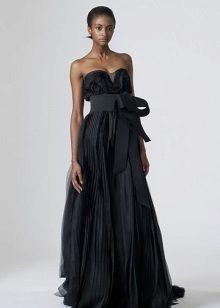 Empire-tyylinen mekko musta