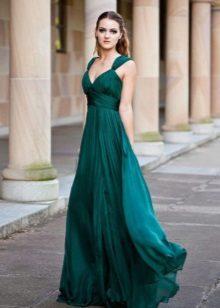 Empire-tyylinen mekko on vihreä
