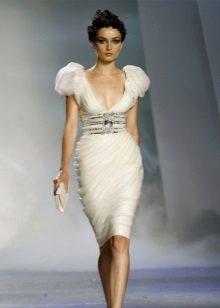 Empire-mekko polvessa