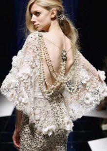 Boho-mekko helmillä