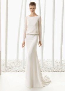 Vestuvių suknelė yra paprasta