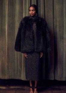 Casaco de pele para vestido de renda preta