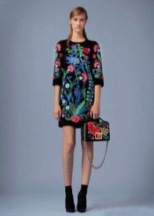 Acessórios para vestido preto liso com flores