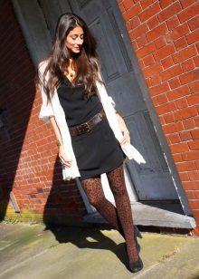Collants de leopardo para um vestido preto