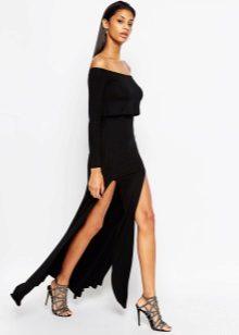 Musta mekko lattialle