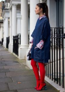 Red tights for a blue dress