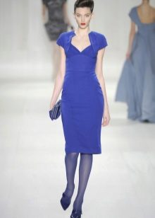 Blue tights to blue dress