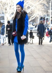 Bright blue tights to a blue dress