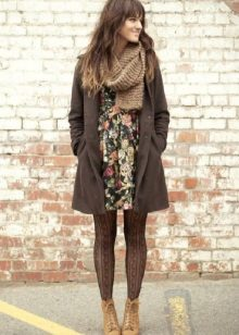 Brown tights to dress