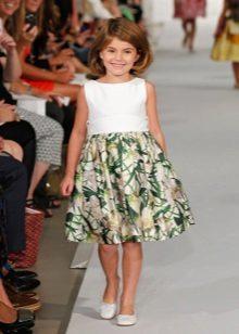 Vestido com estampa para uma menina de 11 anos