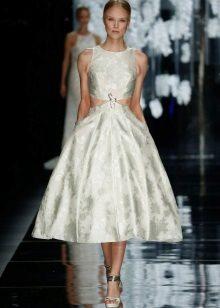 Módní šaty v roce 2016 s nadýchanou sukní střední délky