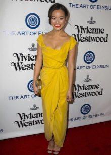 Módní žluté šaty sezóna jaro-léto 2016