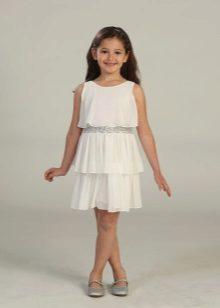 Vestido elegante para uma menina cheia curta