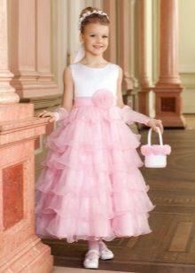 Vestido elegante para a menina no chão de uma silhueta