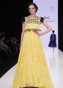 Vestido elegante para a menina amarela longa