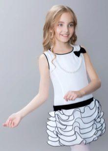 Vestido elegante para a menina branca com preto