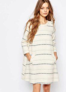 raidallinen tweed-mekko