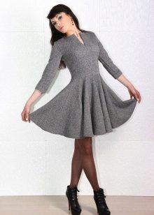 naisellinen tweed-mekko