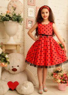 Vestido para um adolescente vermelho