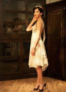 vestido de batista com as costas abertas