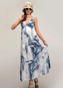 vestido de verão de cambric com um grande padrão