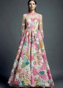 organza-mekko, jossa on kirjonta