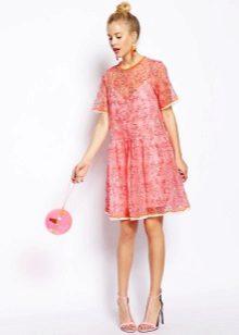 vaaleanpunainen organza-mekko