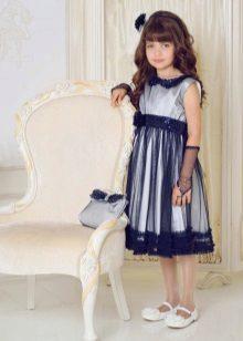 Azul com um vestido de gola para a aula de formatura 4